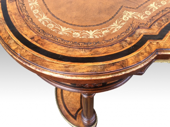 Gillows kidney shaped burr walnut and satinwood inlaid  writing desk