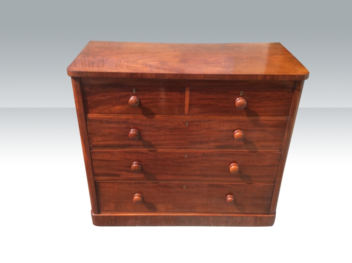 Superb quality antique mahogany chest of drawers.