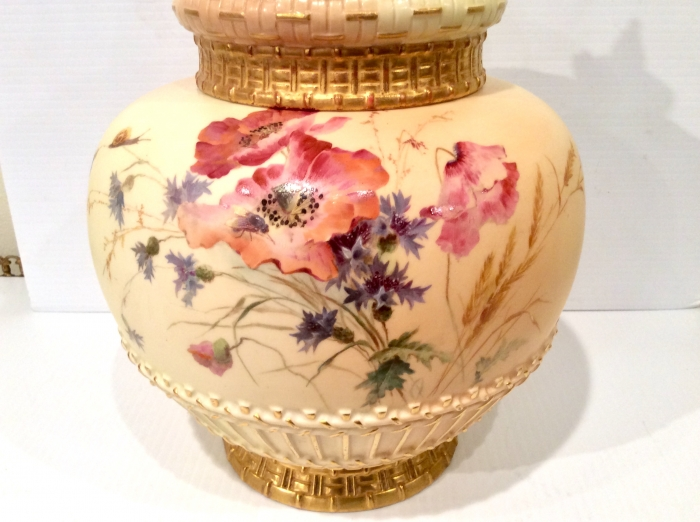 Fabulous large Antique Royal Worcester Pot Pourri Rose Jar and crown cover.