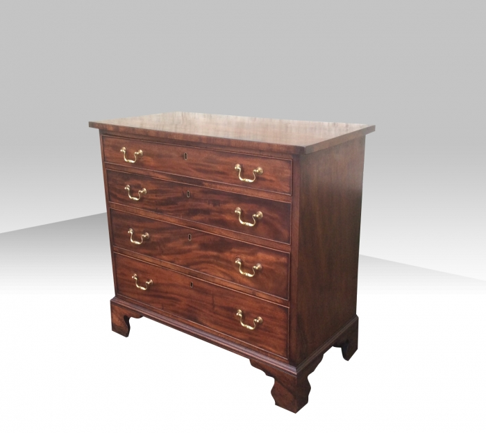 Superb Small Georgian Mahogany Chest of Drawers Of Neat Proportions.