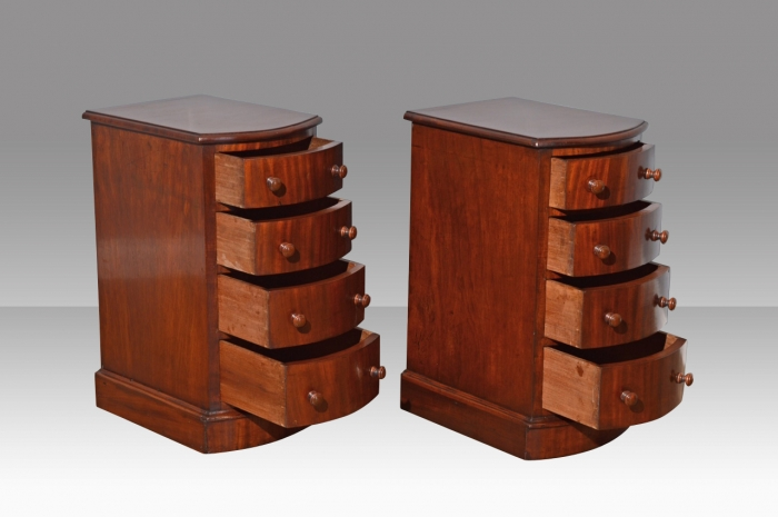 Fine quality pair of Antique Victorian bow front mahogany bedside chests of drawers