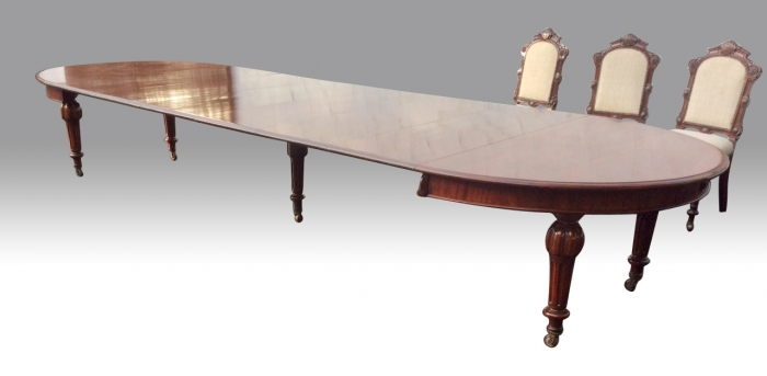 large Antique Mahogany Quality Extending Dining Table .