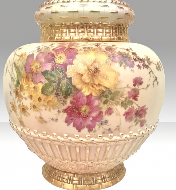 Large  Antique Royal Worcester Pot Pourri Rose Jar and crown cover.
