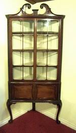 Quality Antique Mahogany Chippindale Style Corner Cabinet - Click to Enlarge